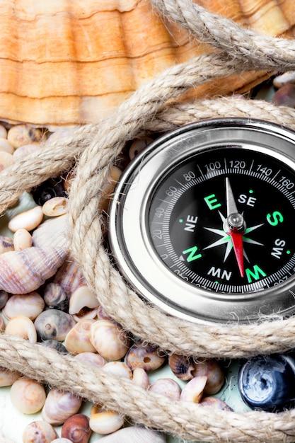 Sea compass and seashells Premium Photo