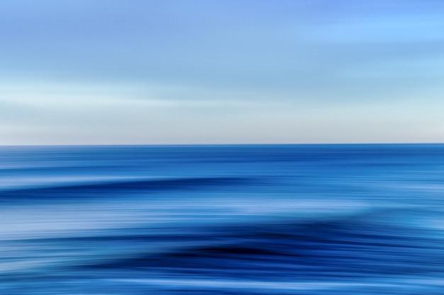 Море во время красочного заката с эффектом движения - крутая картинка для обоев и фонов Бесплатные Фотографии