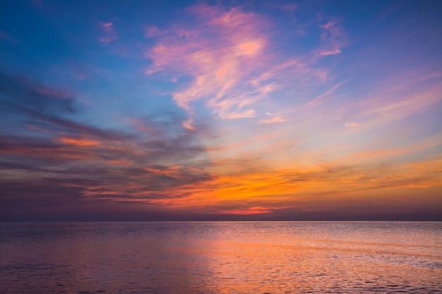 Sea and sky in twilight time Premium Photo
