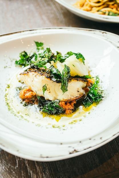 Seabassまたはbarramundi魚肉ステーキ 無料写真