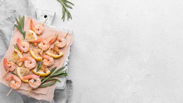 シーフードエビの串焼きコピースペース 無料写真