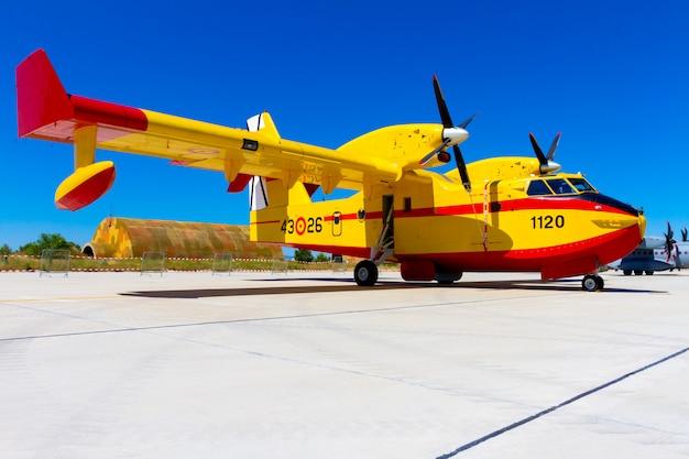 Seaplane canadair Premium Photo