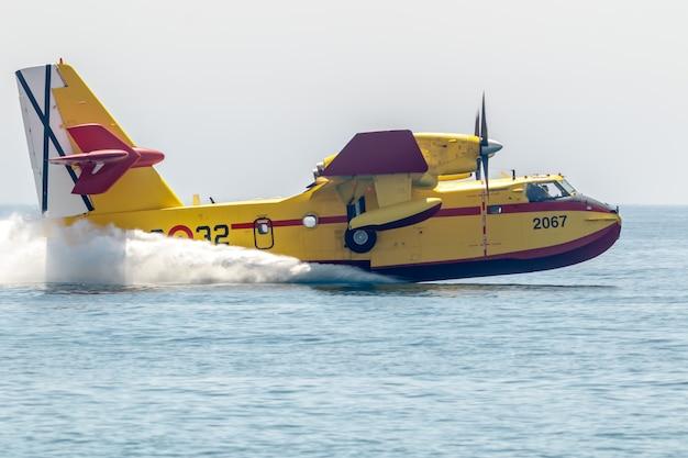 水上飛行機カナディア Premium写真