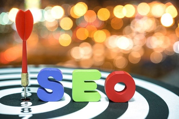 Concepto de marketing objetivo de optimización de motor de búsqueda en bokeh b Foto gratis