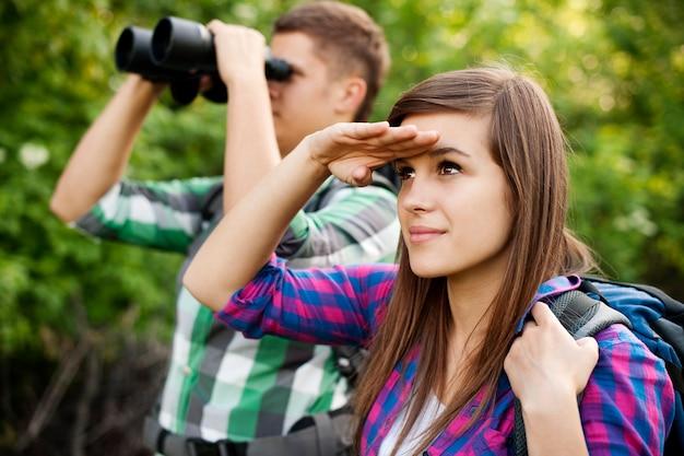 若いカップルを探す 無料写真
