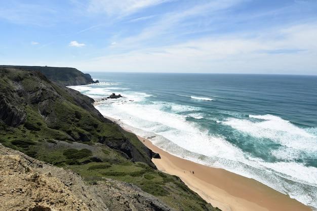 Seascape from the viewpoint of castelejo (photo address castelejo beach) , vila do bispo, algarve, portugal Premium Photo
