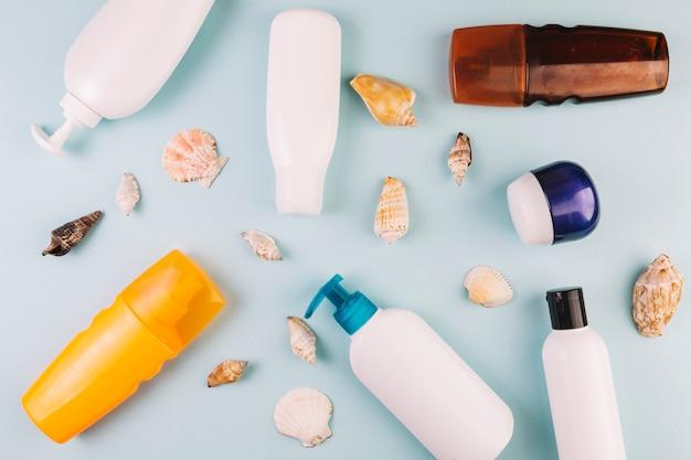 Seashells and sunbathing cosmetics Premium Photo