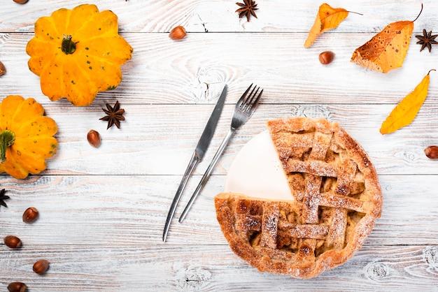 Seasonal background with appetizing pie Free Photo