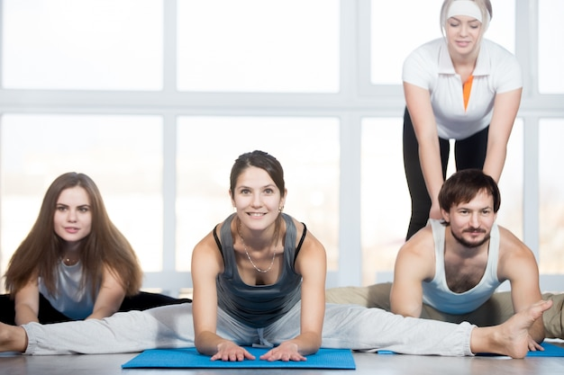 Seated straddle pose with coach Free Photo