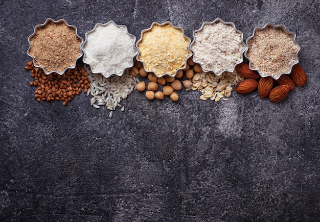 Selection of various gluten free flour (almond, buckwheat, rice, chick peas and oat) Premium Photo