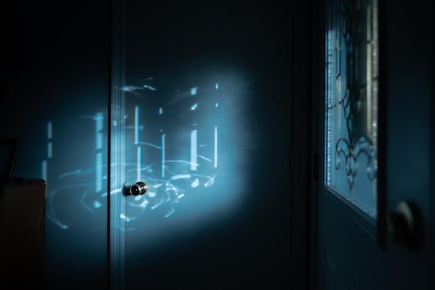 Селективный фокус лунного света над дверной ручкой Бесплатные Фотографии