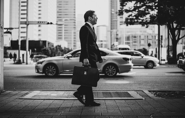Senior business man moments on the streets of tokyo Premium Photo