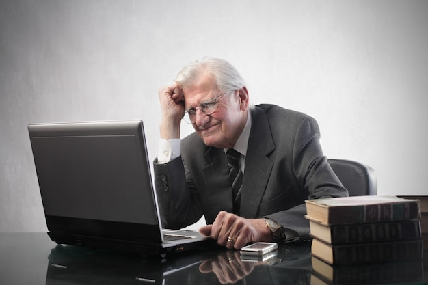 Senior businessman working on a laptop Premium Photo