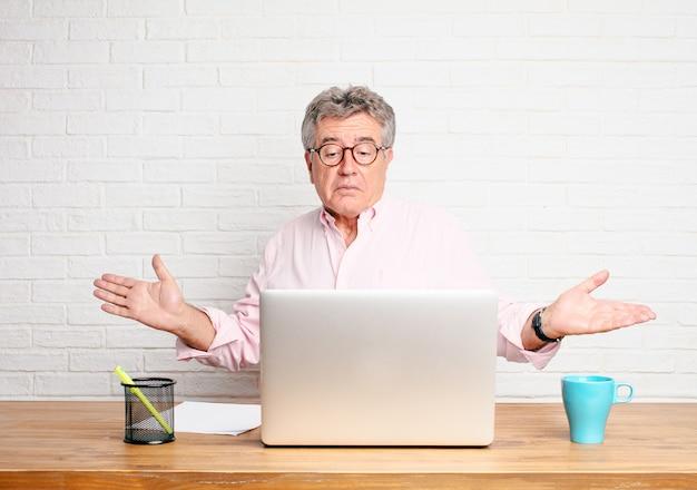 Senior businessman Premium Photo