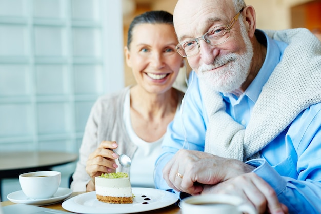 Senior couple in cafe Free Photo