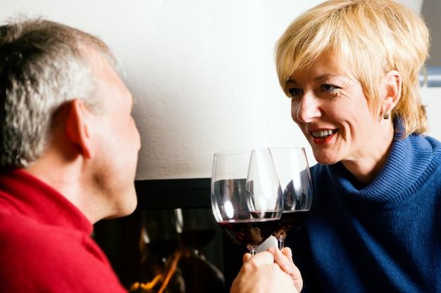 Senior couple drinking red wine Premium Photo