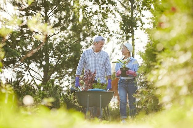 Senior couple in family garden Premium Photo