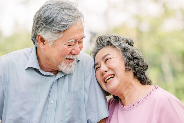 Senior couple having a good time laughing together Premium Photo