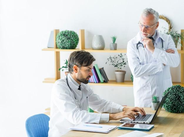 В лечении лимфомы принимают участие несколько врачей смежных специальностей