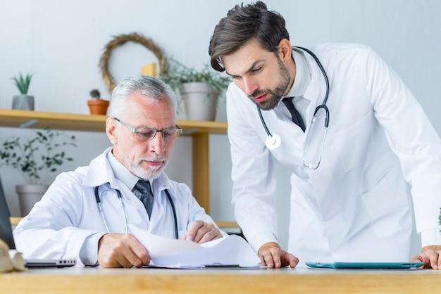 В терапии участвуют несколько врачей узких специальностей