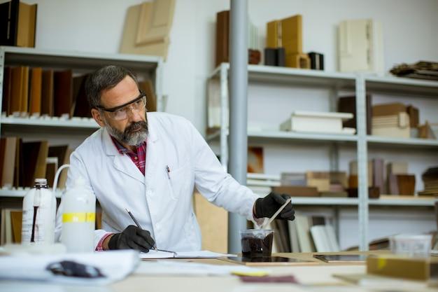 Senior male researcher in a lab Premium Photo