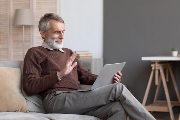 Старший мужчина видеоконференцсвязь Бесплатные Фотографии