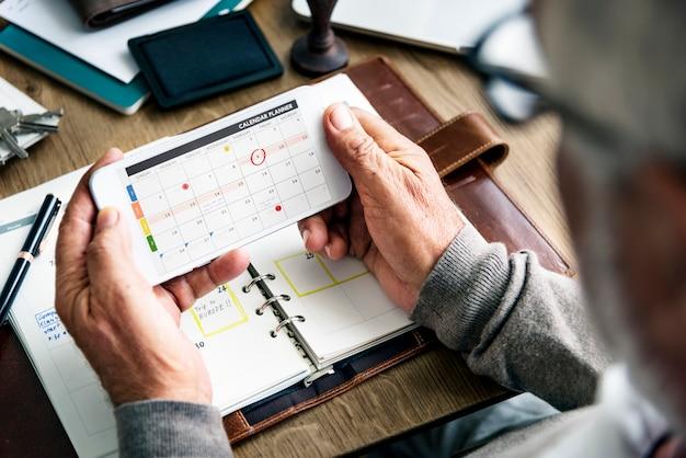 Senior man checking his calendar Premium Photo