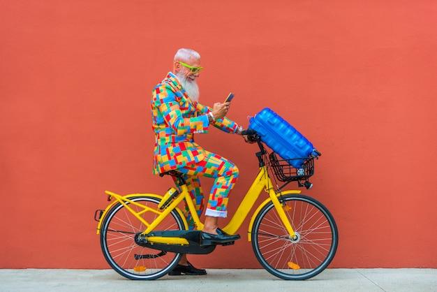 Senior man in extravagant colorful suit Premium Photo