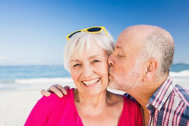 Senior man kissing wife Premium Photo