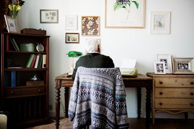 Senior man working Premium Photo