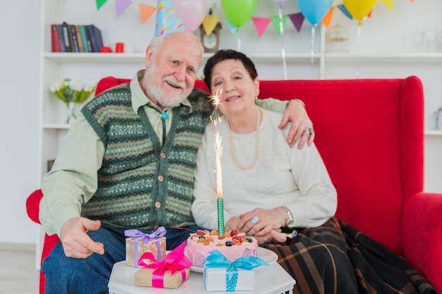 Senior people celebrating birthday Free Photo