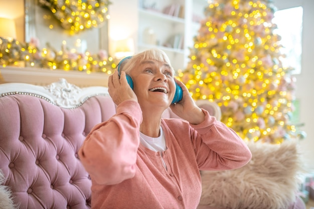 Senior woman listening to music in headphones Premium Photo