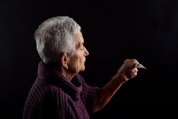 Senior woman with thermometer Premium Photo