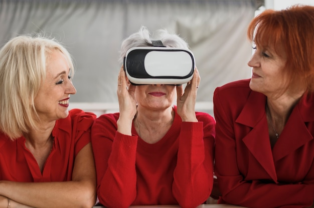 Senior women using vr technology Free Photo