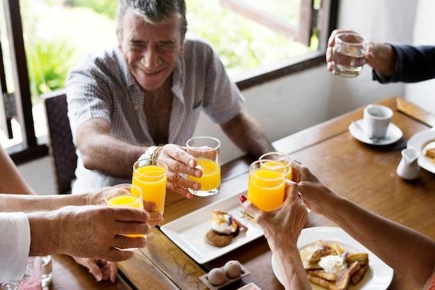 Seniors enjoying breakfast Premium Photo