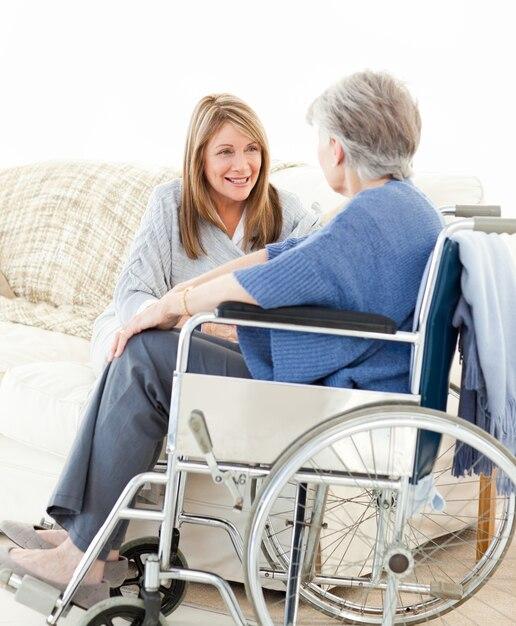 помощь старикам в лечении алкоголизма