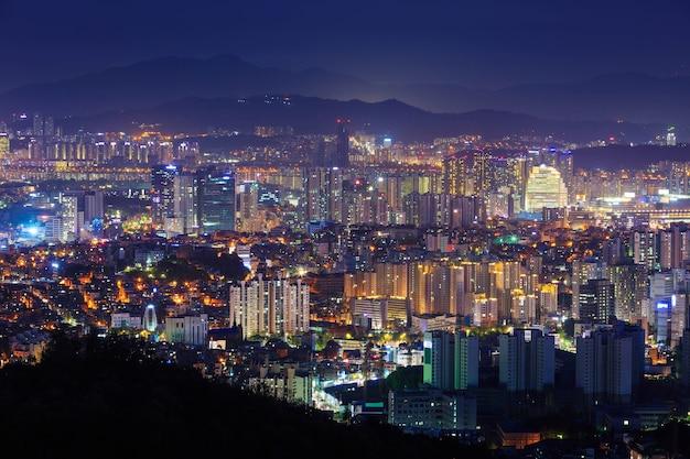 서울 시내와 밤, 한국. 프리미엄 사진