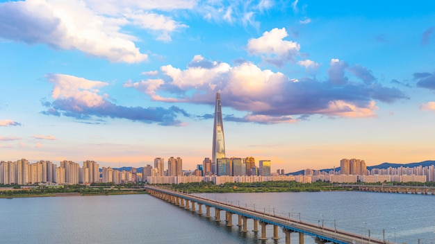 서울과 한강 대한민국 프리미엄 사진