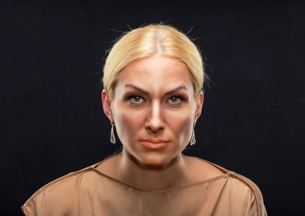 真面目な大人の女性 Premium写真