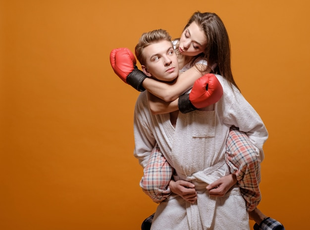 Dating Woman Boxing)