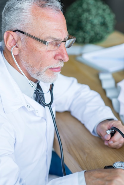 Serious doctor measuring blood pressure Free Photo
