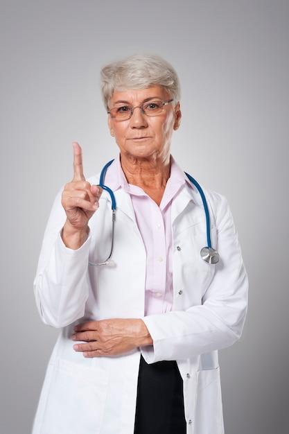 良いアドバイスと真面目な女医 無料写真