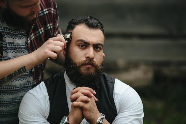 Serious man while shaving him Free Photo