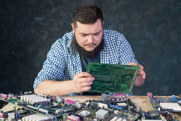 Service engineer work with broken pc hardware. computer electronic components repairing technology Premium Photo