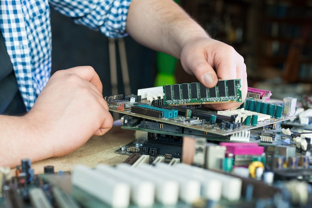 Service engineer work with computer motherboard Premium Photo