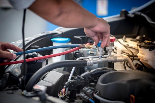 Servicing car air conditioner Premium Photo