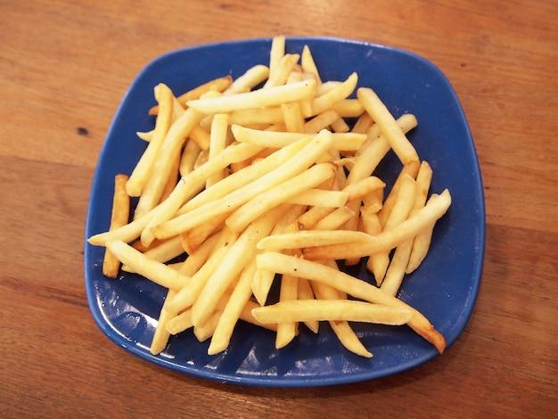 Serving of fries Premium Photo