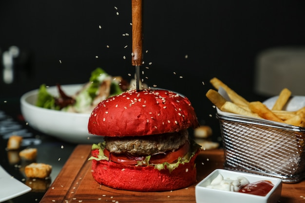 Sesame pour on beef burger Free Photo