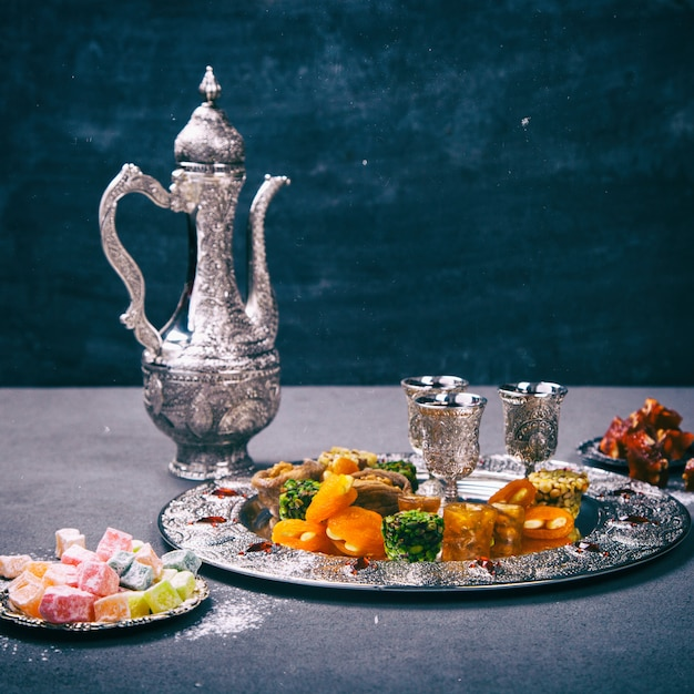 Set of assorted traditional eastern desserts Premium Photo