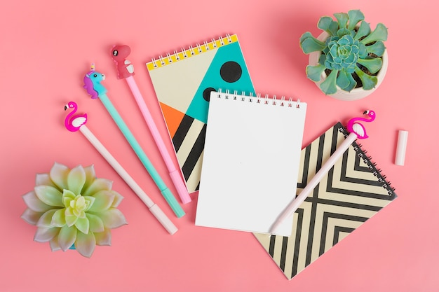 Set of notebooks for notes and pens Premium Photo